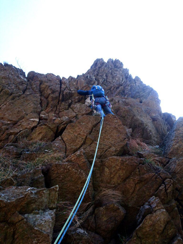 per roccette, alla ricerca di qualche chiodo o catena che ci metta sulla giusta strada