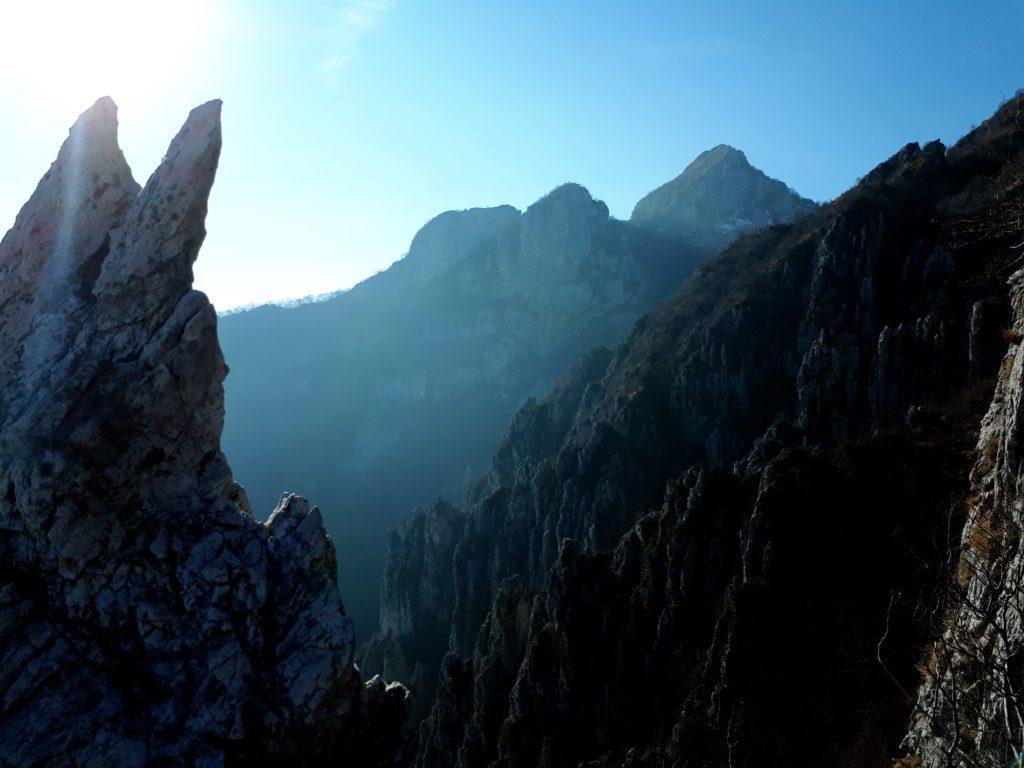 il frastagliato versante sud del Moregallo