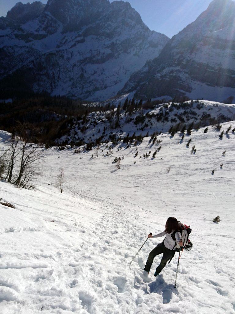 si affrontano pendenze a tratti più marcate: il percorso è battuto da scialpinisti e alpinisti