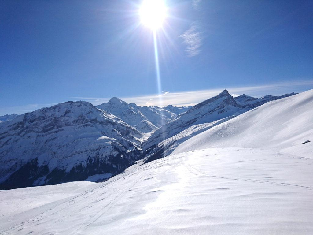 La giornata è splendida ma fa il giusto fresco. La neve terrà benissimo
