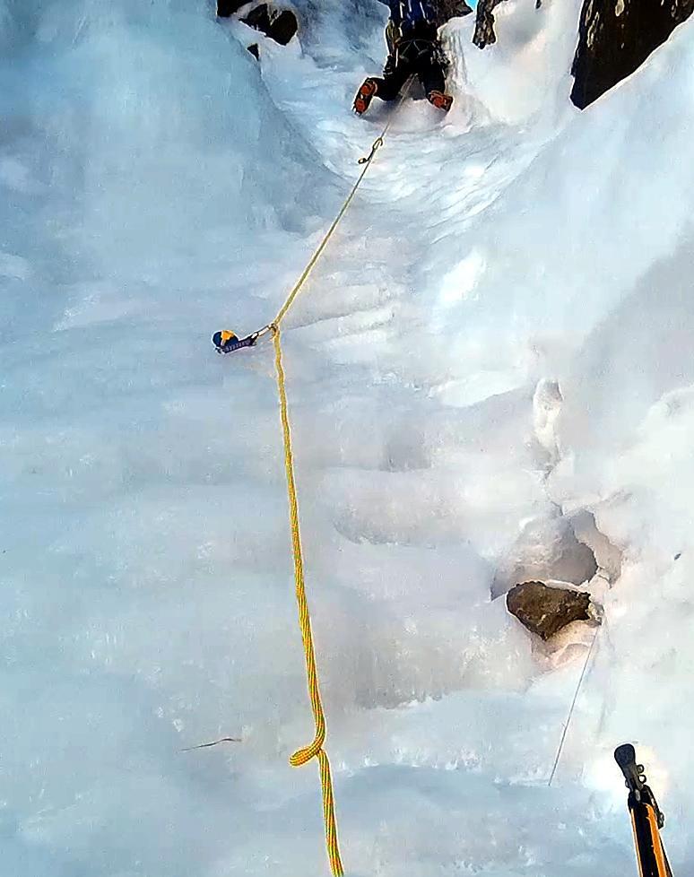 Punto centrale del primo tiro, bello ghiacciato e pendente. Scusate la qualità della foto. E' presa dalla finta gopro