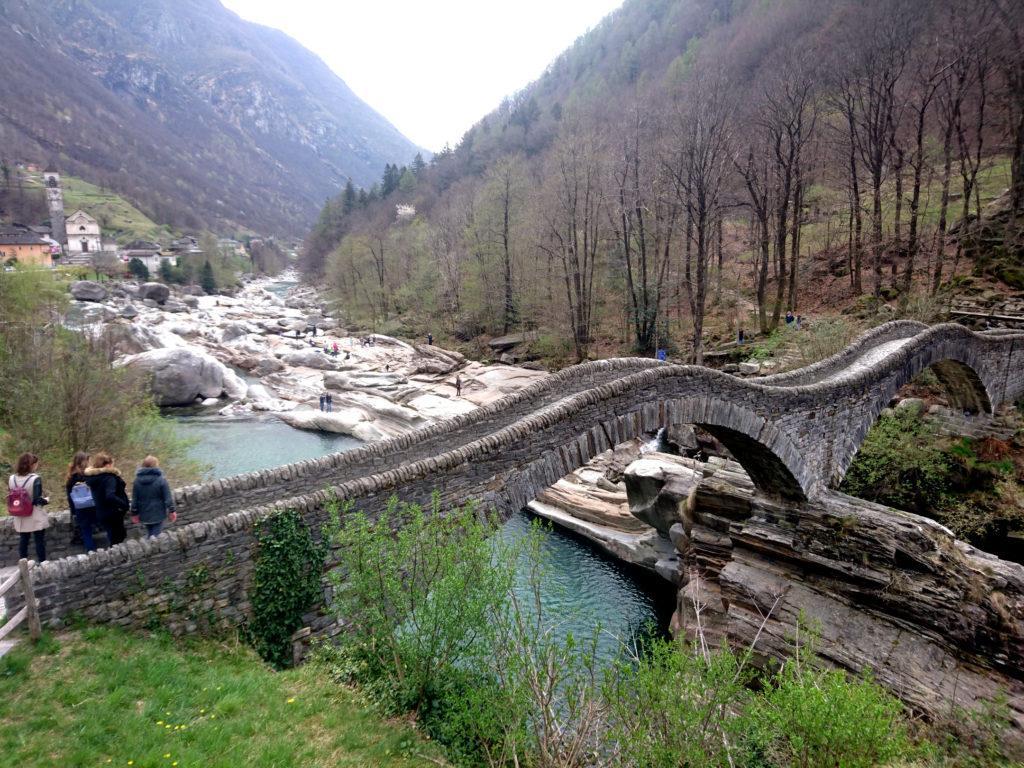 e rieccoci di nuovo a Lavertezzo col suo caratteristico ponte