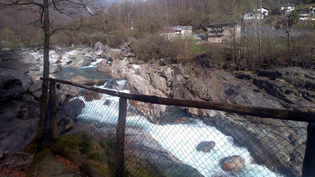 le rapide sono protette da una rete metallica anti bambino