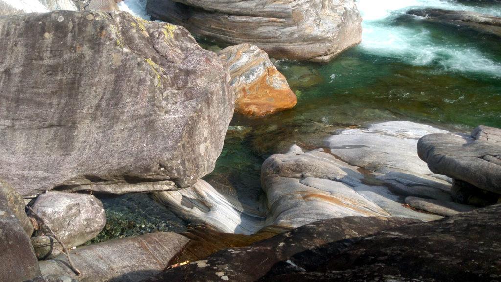 le rocce levigate dal torrente sono particolarissime