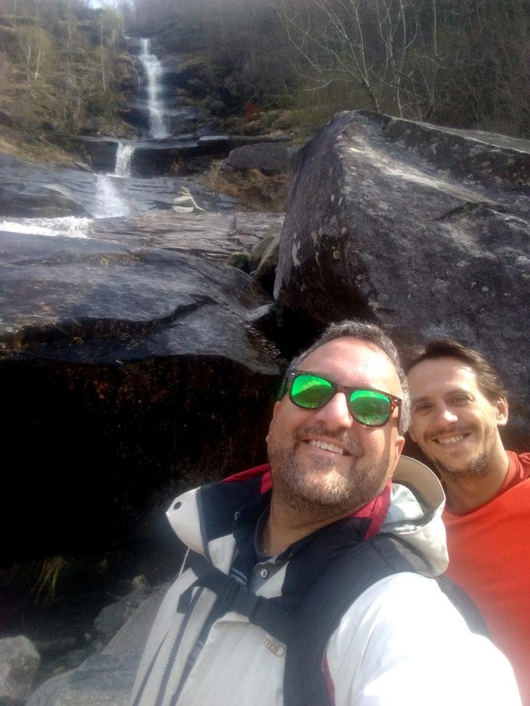 selfie orribile sotto una cascata....era giusto per pubblicare una foto insieme