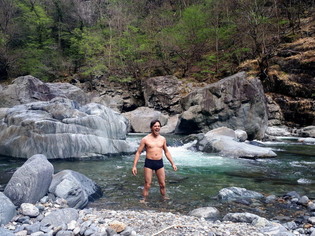 poco prima di Orfalecchio il sentiero si avvicina al Rio Valgrande, in un punto con belle pozze di acqua tranquilla