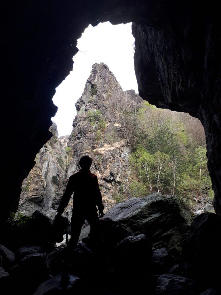 l'imbocco della grotta dell'Arca, dove abbiamo trascorso la notte