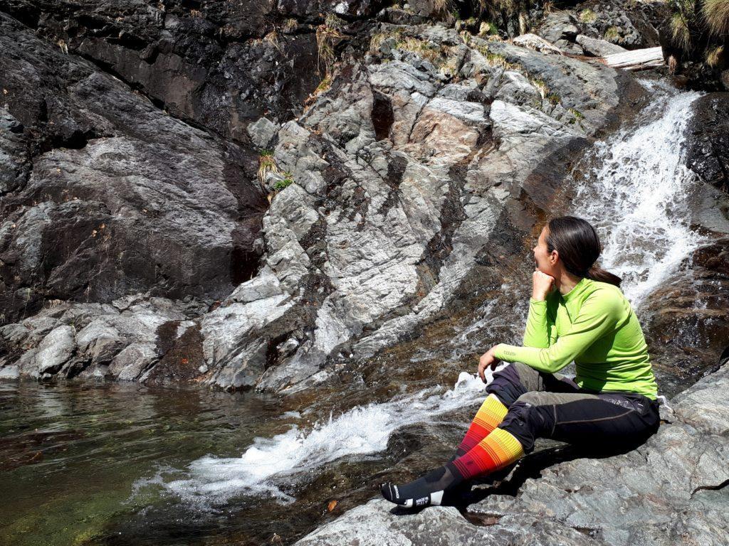 al Pozzo di Val Negra ci concediamo una pausa, anche se non abbiamo ancora ben chiaro quanto ci manchi per arrivare al guado sul Fiorina (in realtà più di quanto pensassimo)