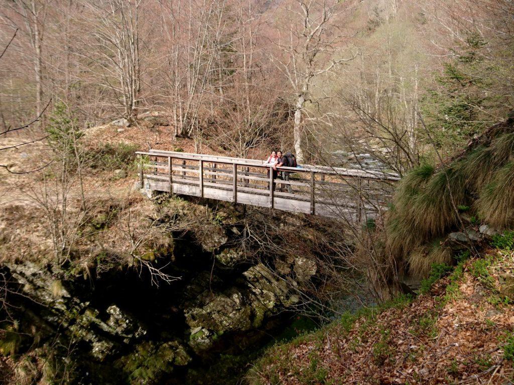 sul ponte della Val Gabbio