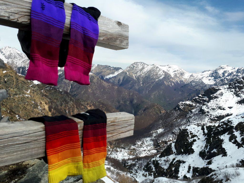 calzini di pregio: sotto di noi si apre la Val Gabbio