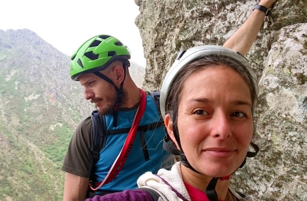 Selfie in attesa di scalare