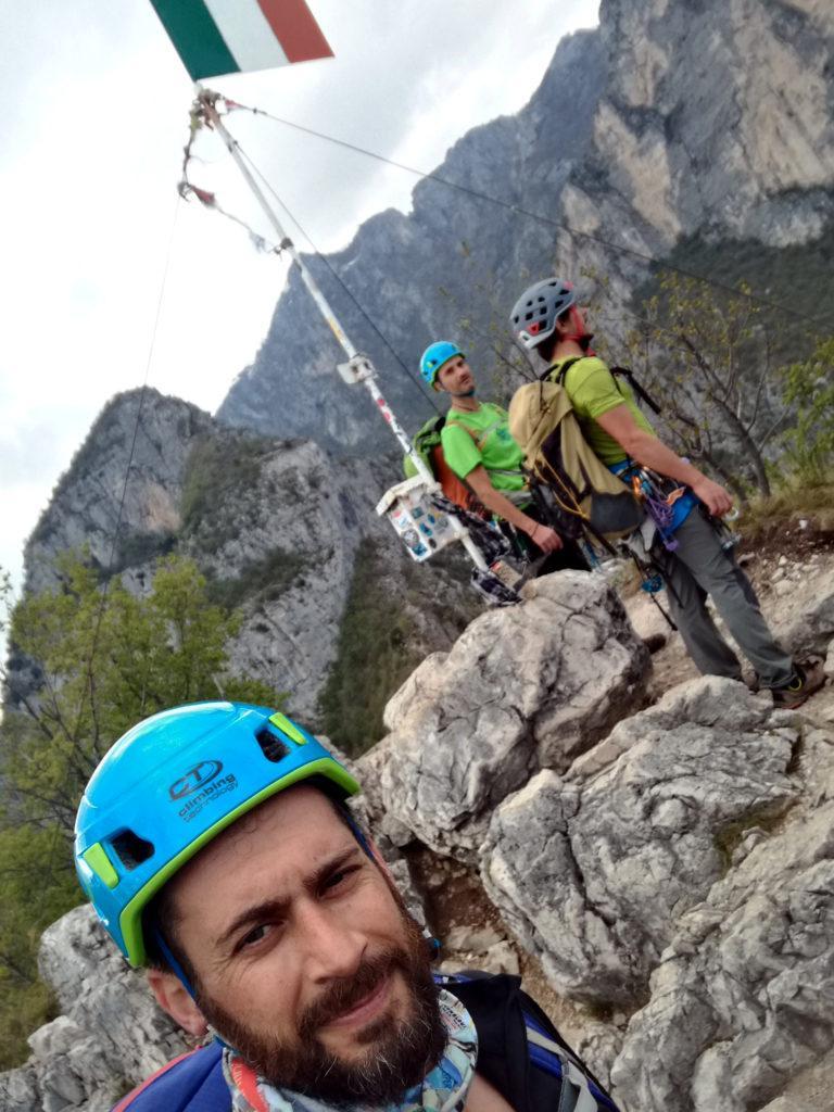 Altro selfie di bellezza discutibile sulla cima Capi. Ma almeno ci siamo tutti e tre ;)