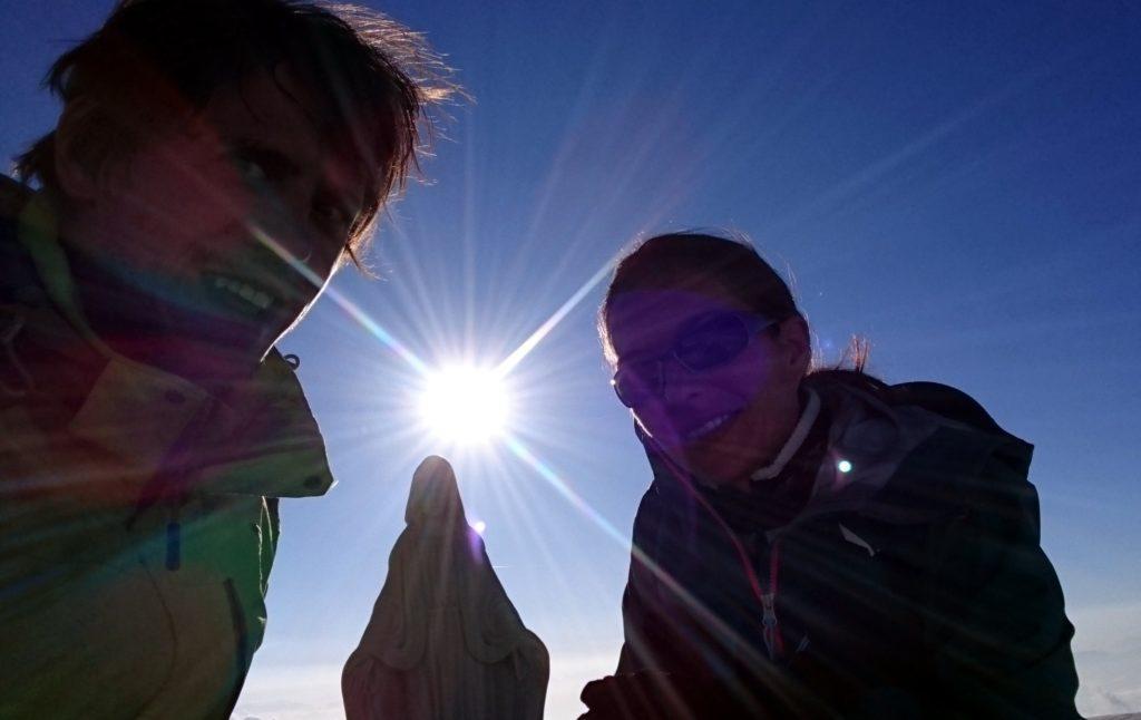 Selfie insieme con la madonnina e il primo sole!