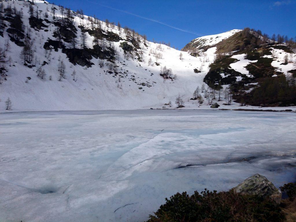 il lago di Ragozza, in pieno disgelo