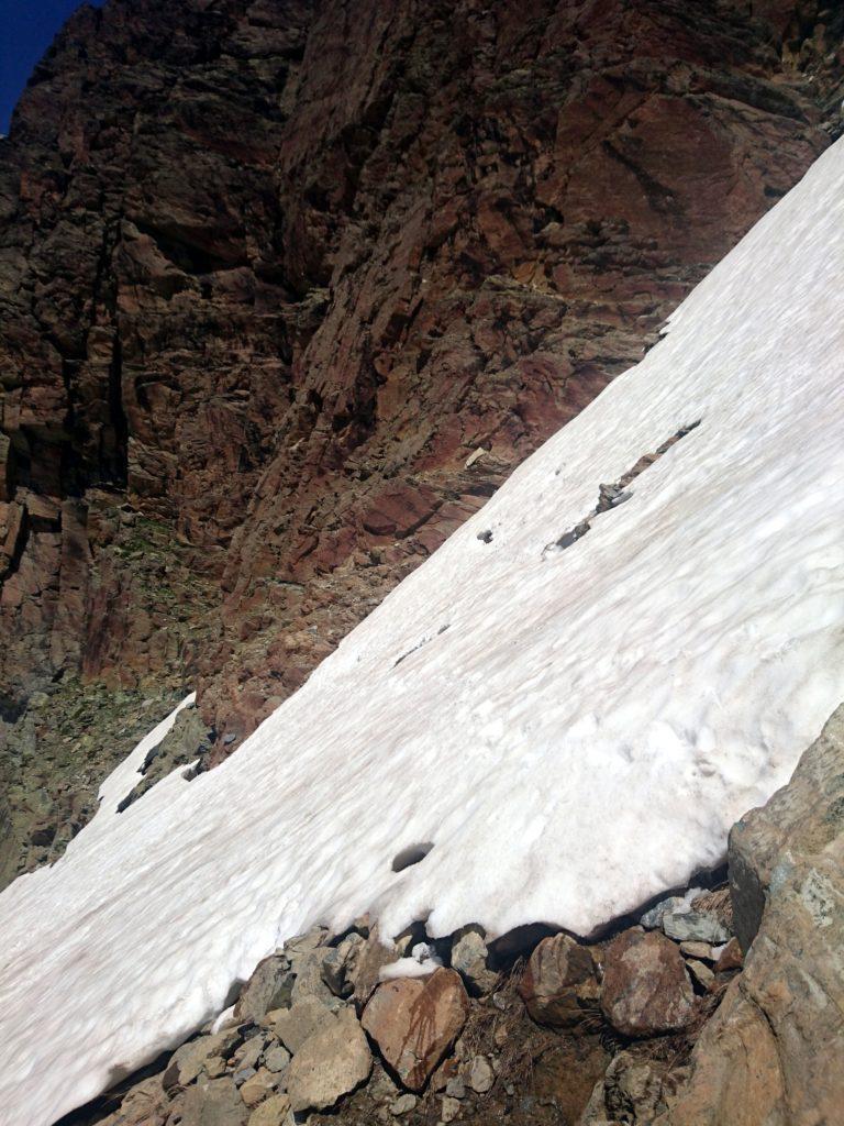 il simpatico traverso che abbiamo affrontato per arrivare alla parete... sembra una cavolata ma sotto la neve ci sono buchi di qualche metro