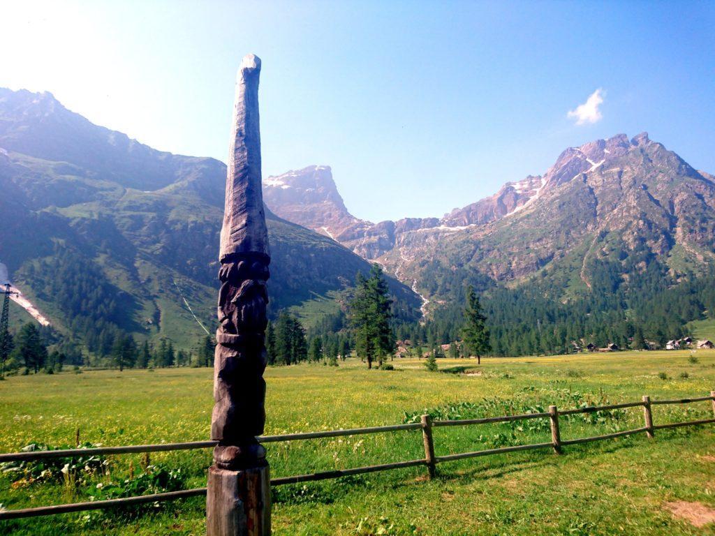 """il nano """"da giardino"""" che veglia sul parco giorchi dell'Alpe Devero"""