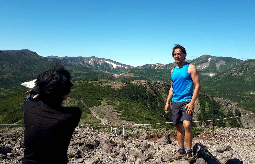 sbuchiamo fuori dalla vegetazione sulla cima del monte Kurodake