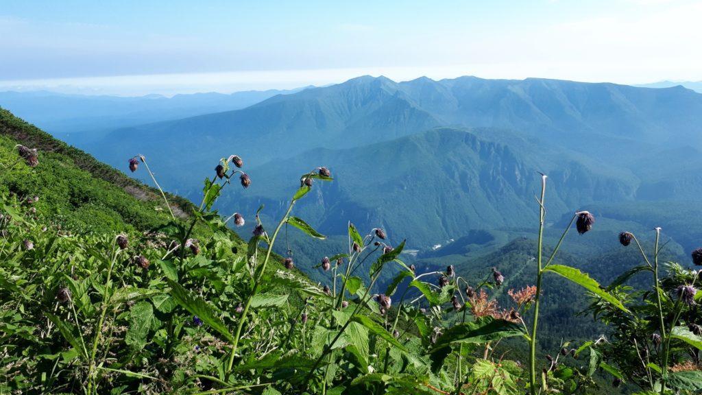 oggi non c'è traccia di nuvole in cielo: riusciamo ad ammirare tutta la catena mantuosa della valle di Sounkyo