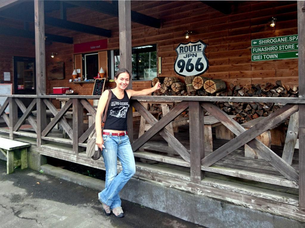 la mitica Route 966 giapponese, celebrata con la maglietta del Blues Bikers Pub
