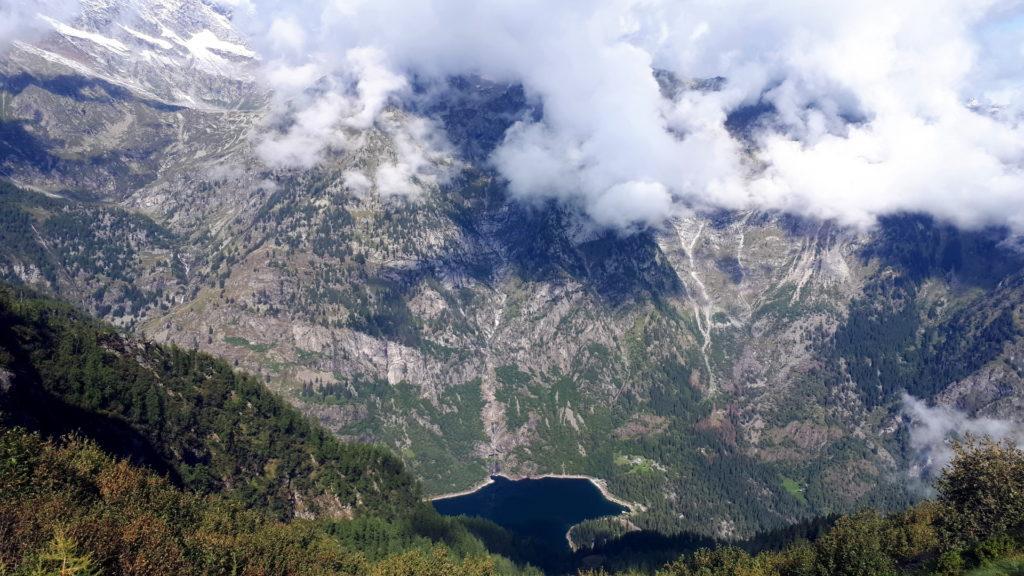 salendo la vista sul lago di Antrona diventa sempre più spettacolare
