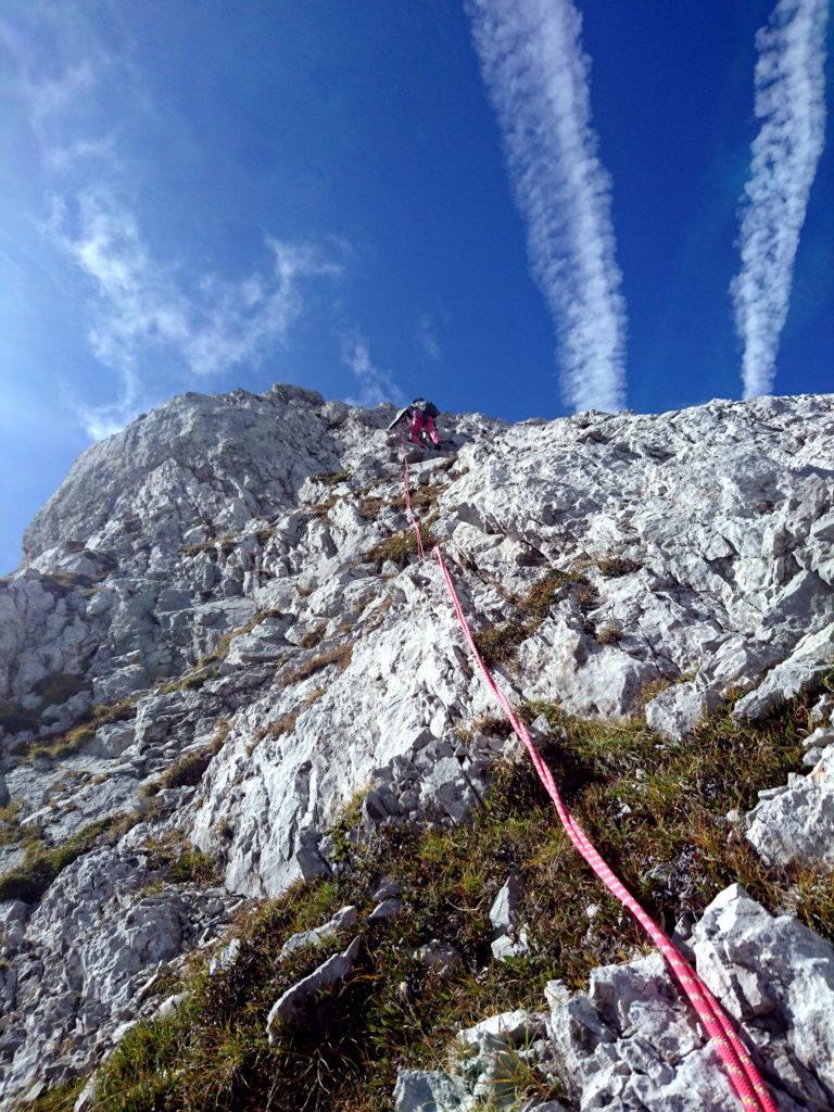 si arriva ad una rimonta che si affronta direttamente con facile arrampicata e qualche chiodo