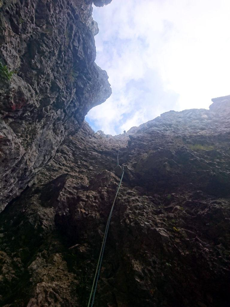 La lunga calata dalla cima della Torre verso la base del Fungo