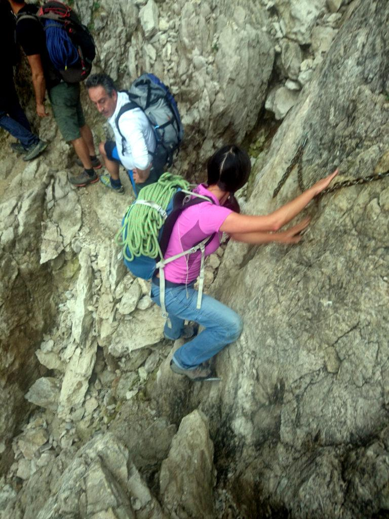 Erica sulla ferrata della Direttissima, in avvicinamento alla nostra scalata