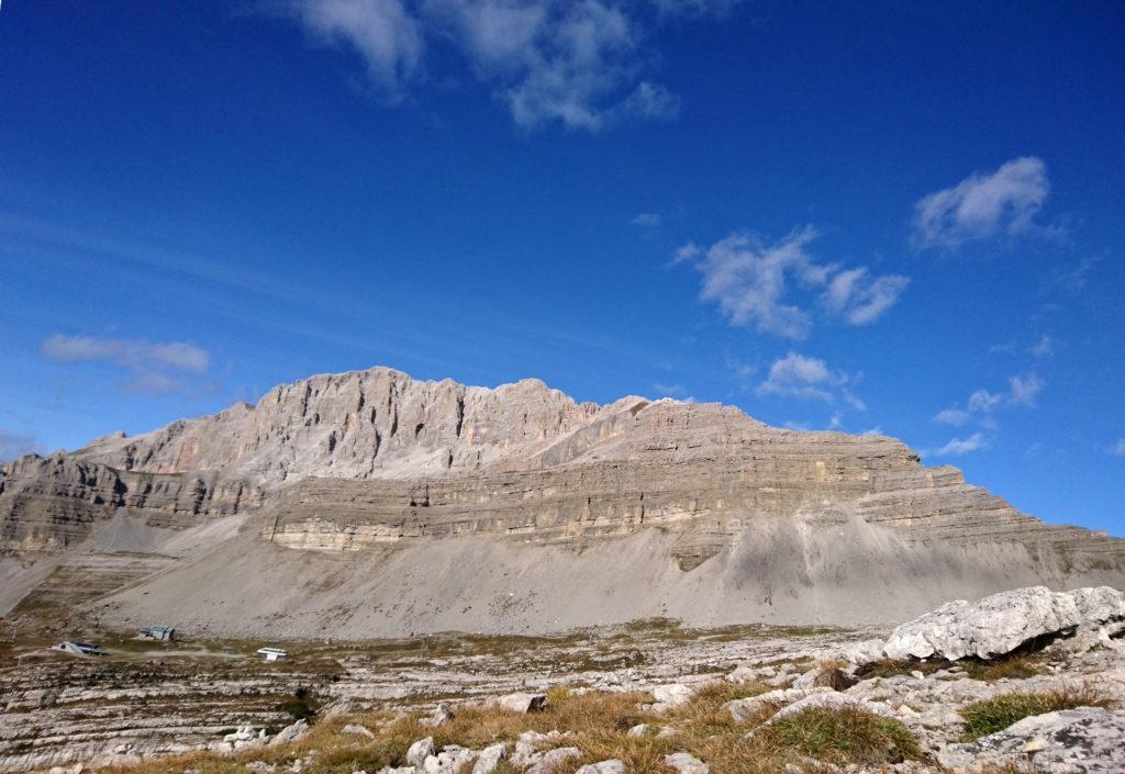 Appena arrivati in cima, si vede sul versante opposto la Pietra Grande con la sua bellissima cresta