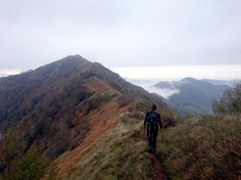 il sentiero prosegue con qualche sali scendi sul filo di cresta