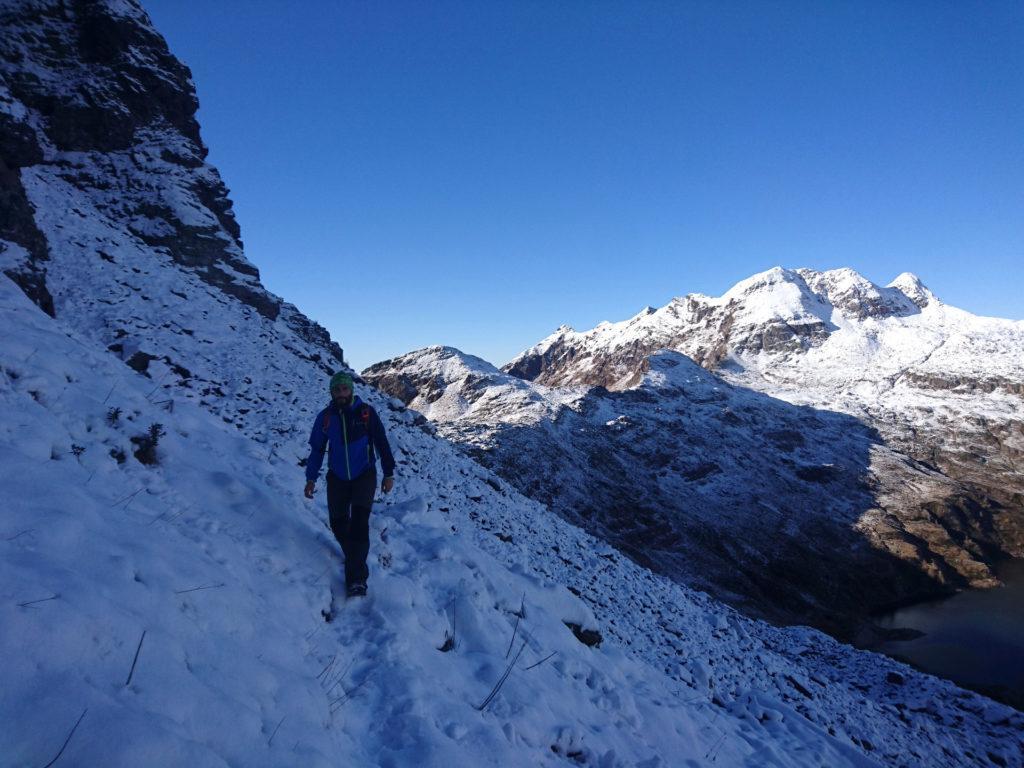 il traverso che dal passo Laghi Gemelli porta in direzione del passo di Valsanguigno