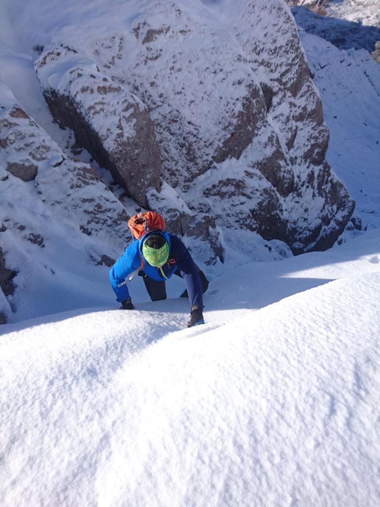 qualche breve tratto scosceso per raggiungere il passo di Valsanguigno