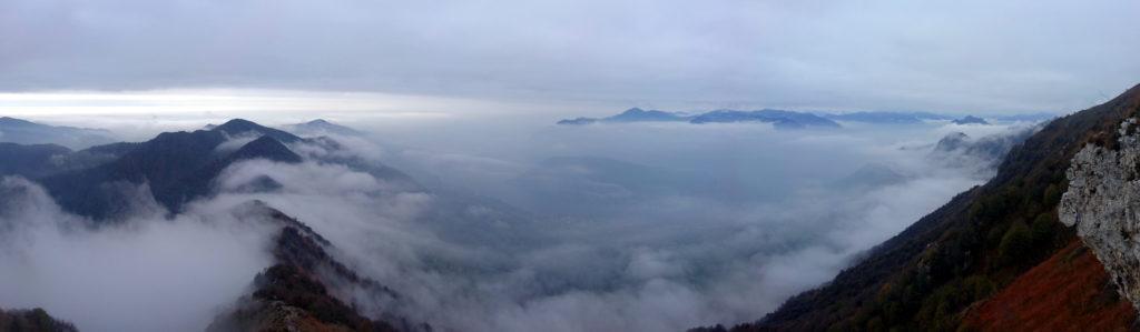 vista 360 della cresta, le cime all'orizzonte sembrano galleggiare