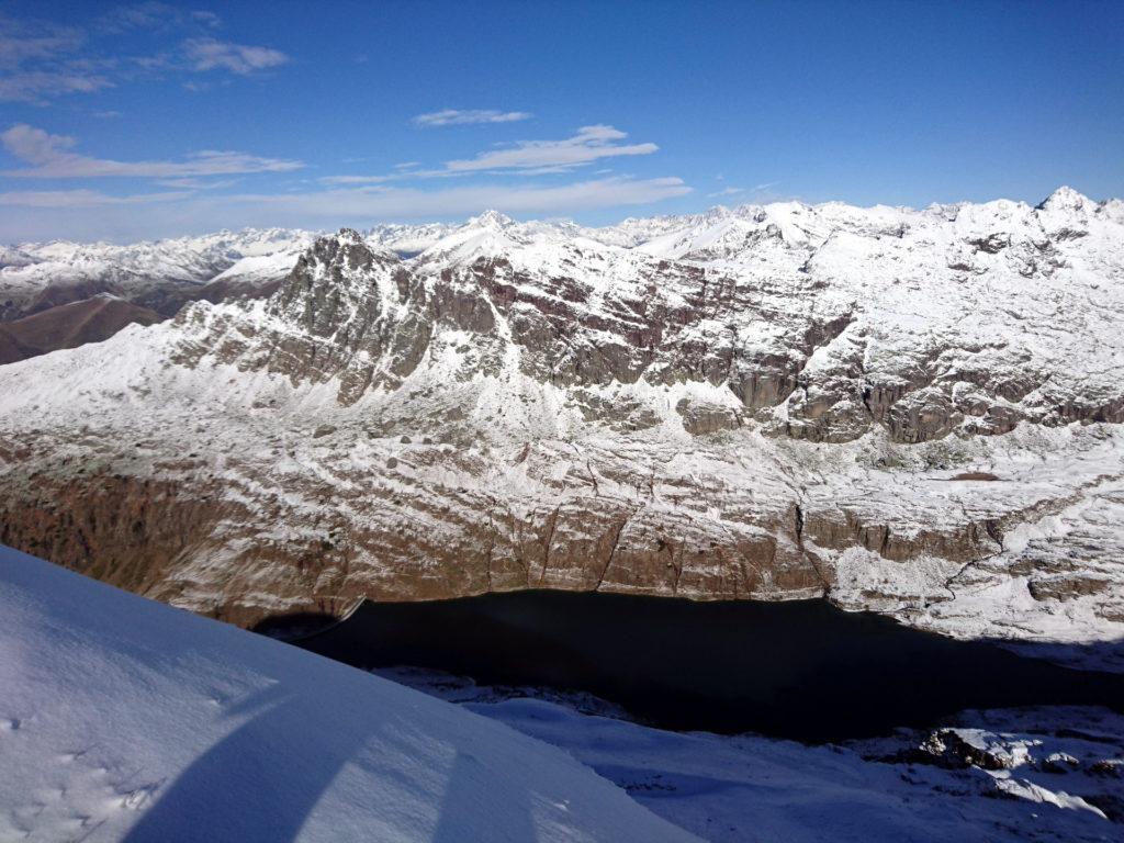 dalla cresta abbiamo una splendida visuale sul Lago Colombo e sul Pizzo del Becco