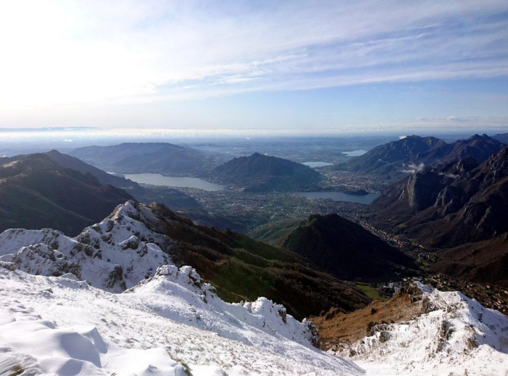 la splendida vista su Lecco dalla cima del Monte Due Mani
