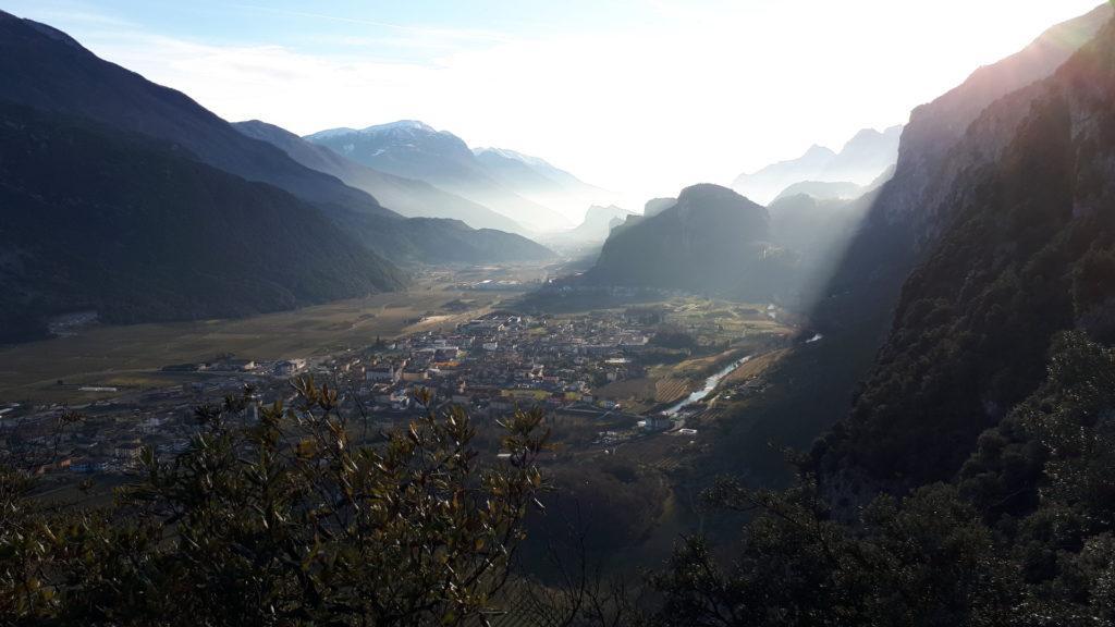 una Valle del Sarca in grande spolvero oggi: con le ultime luci del sole regala scorci incantati