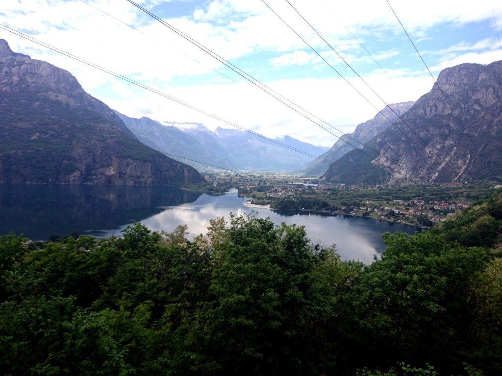 Lago di Novate Mezzola con la val Chiavenna sullo sfondo