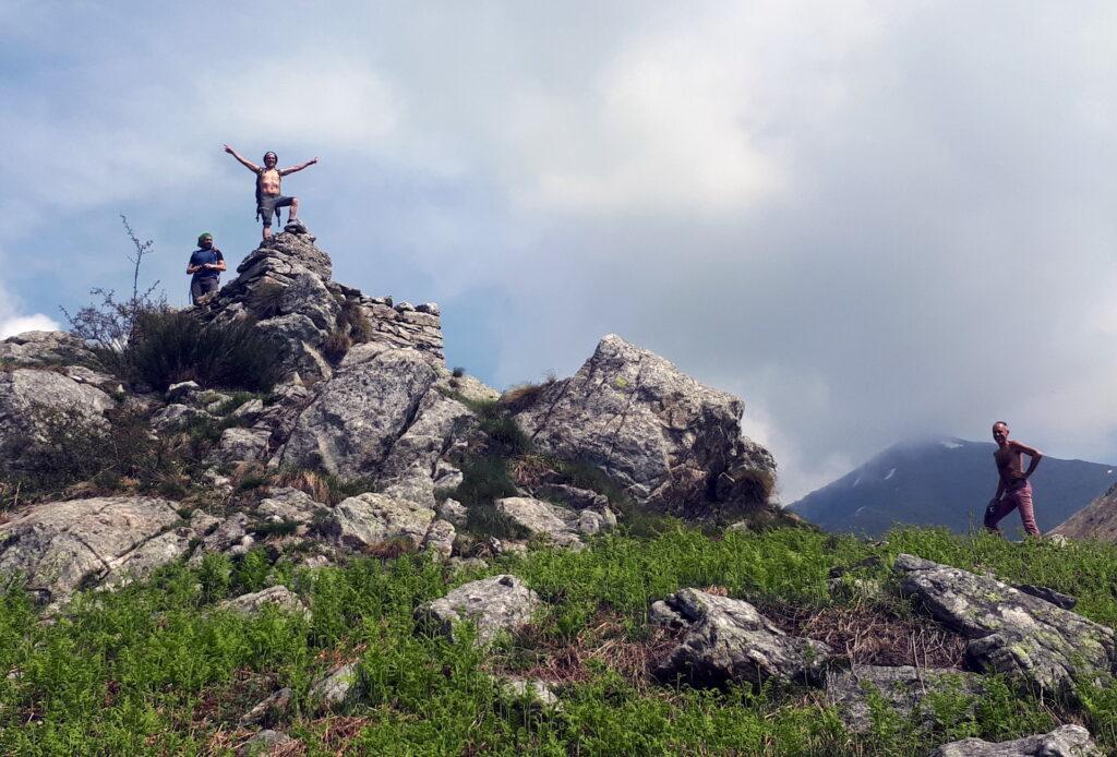 Questa dovrebbe essere la cima del monte Piaghedo. Ma noi si prosegue oltre, anche se abbiamo già fatto 1000mt di dislivello