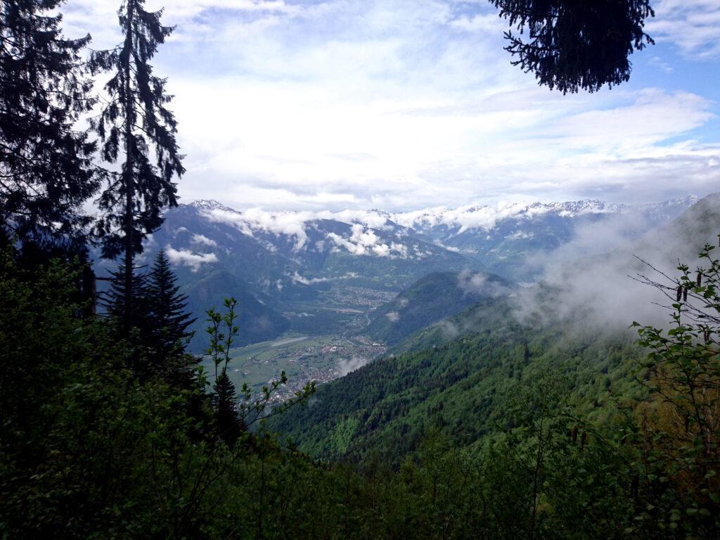 Vista in direzione di Ardenno dalla strada di salita all'Alpe Granda