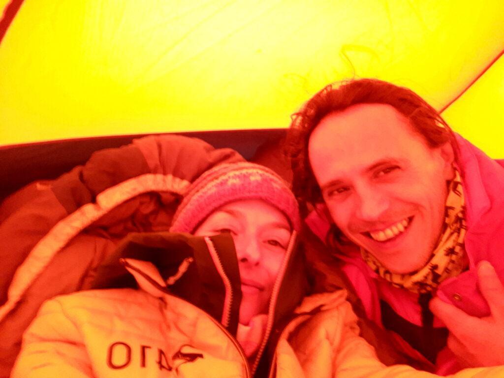 ma prima selfie in tenda in tenuta decisamente invernale
