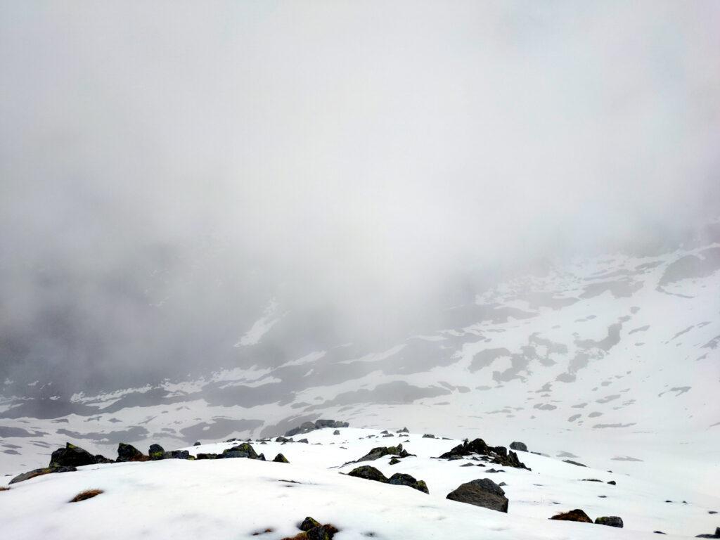 Vista verso il basso dal Monte Vignone. Purtroppo ci hanno raggiunto le nuvole