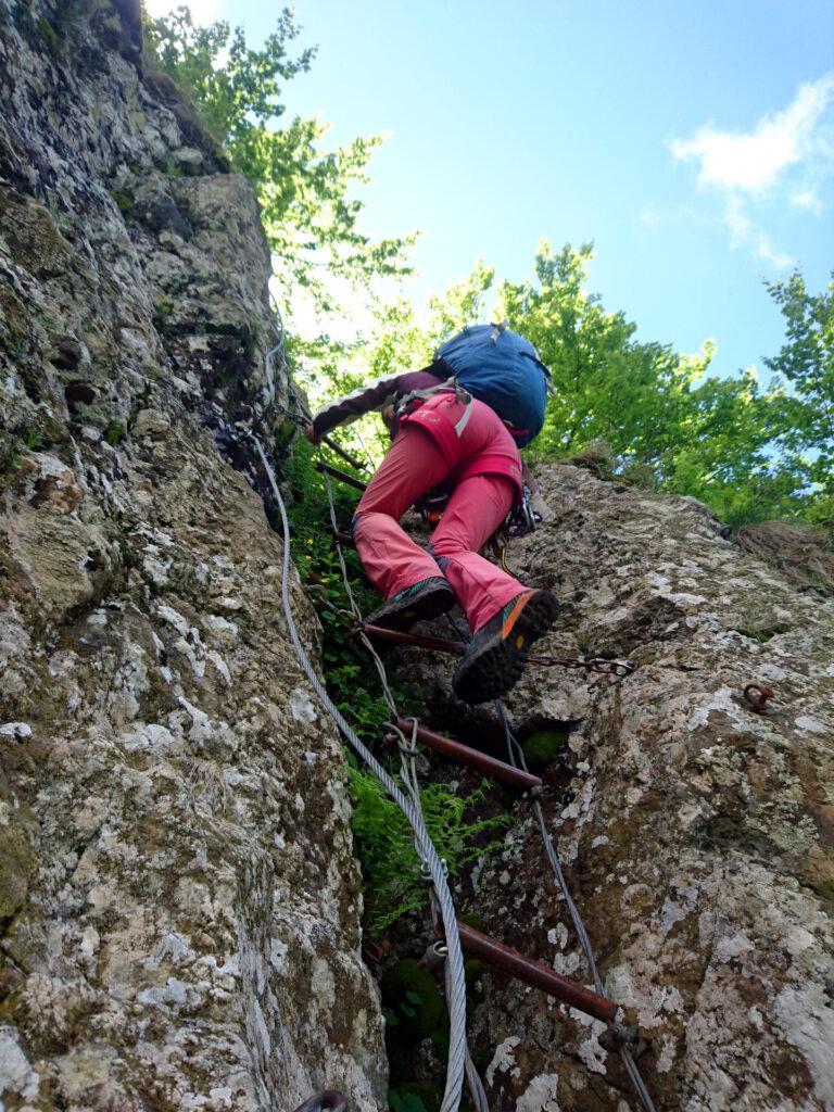 Scaletta in stile scala di corda sulla Ferrata Mazzocchi