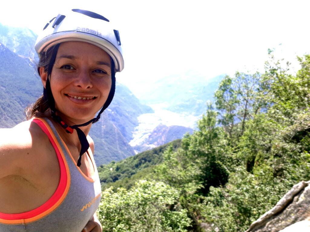 Erica si fa un selfie soddisfatta in sosta in attesa del suo turno