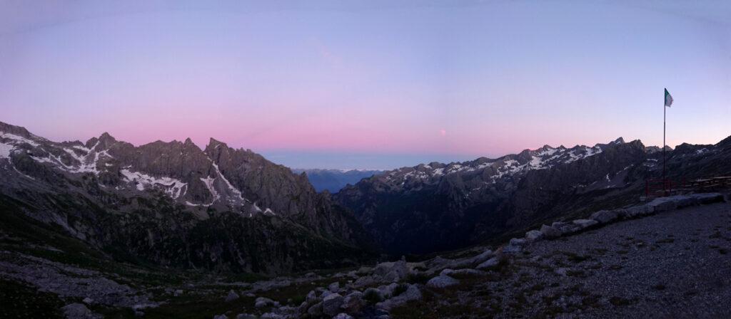 Panorama al tramonto dal rifugio Gianetti