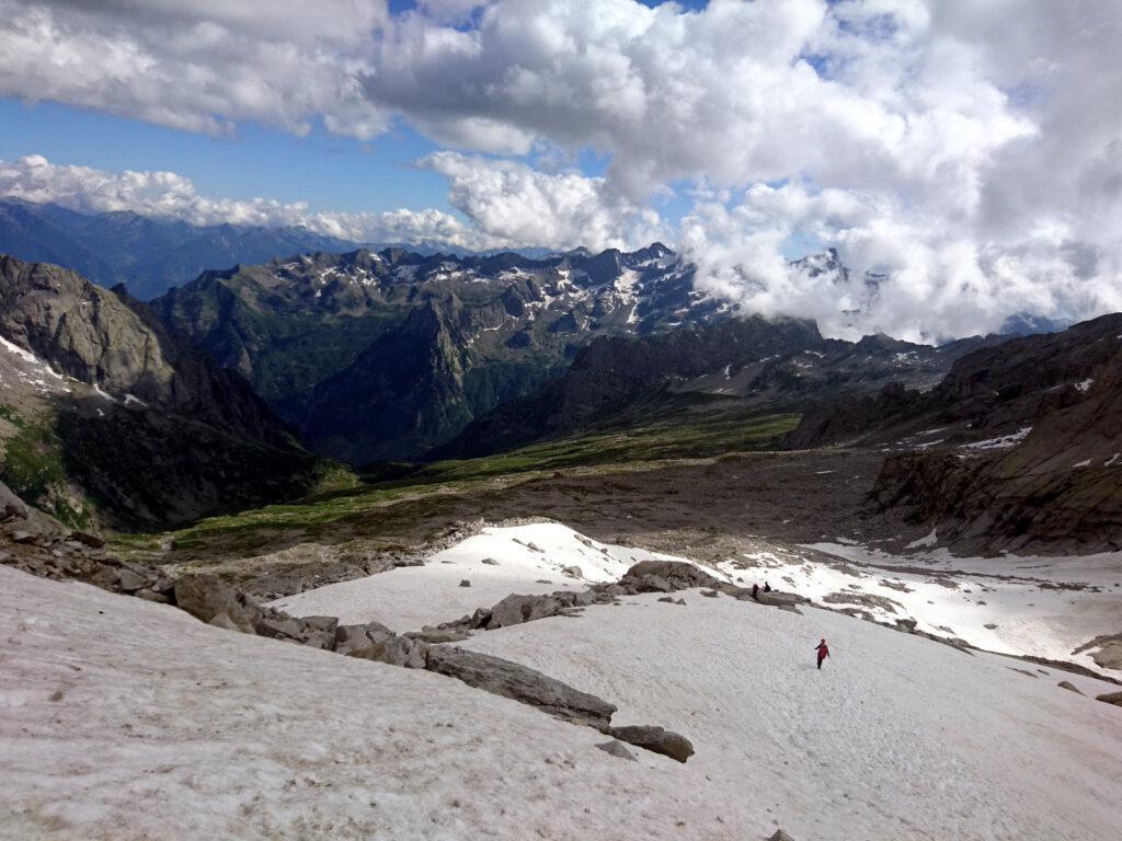 Giù di corsa dal nevaio e poi via....a godersi sti 2100 metri di discesa fino a valle!! ;)