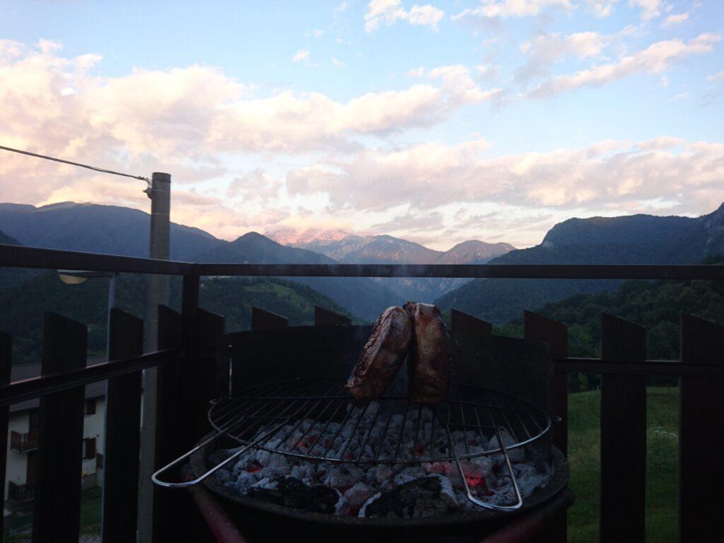 La sera prima siamo stati ospiti da amici in val Brembana, mangiando un paio di bisonti preparatori alla gita ;)