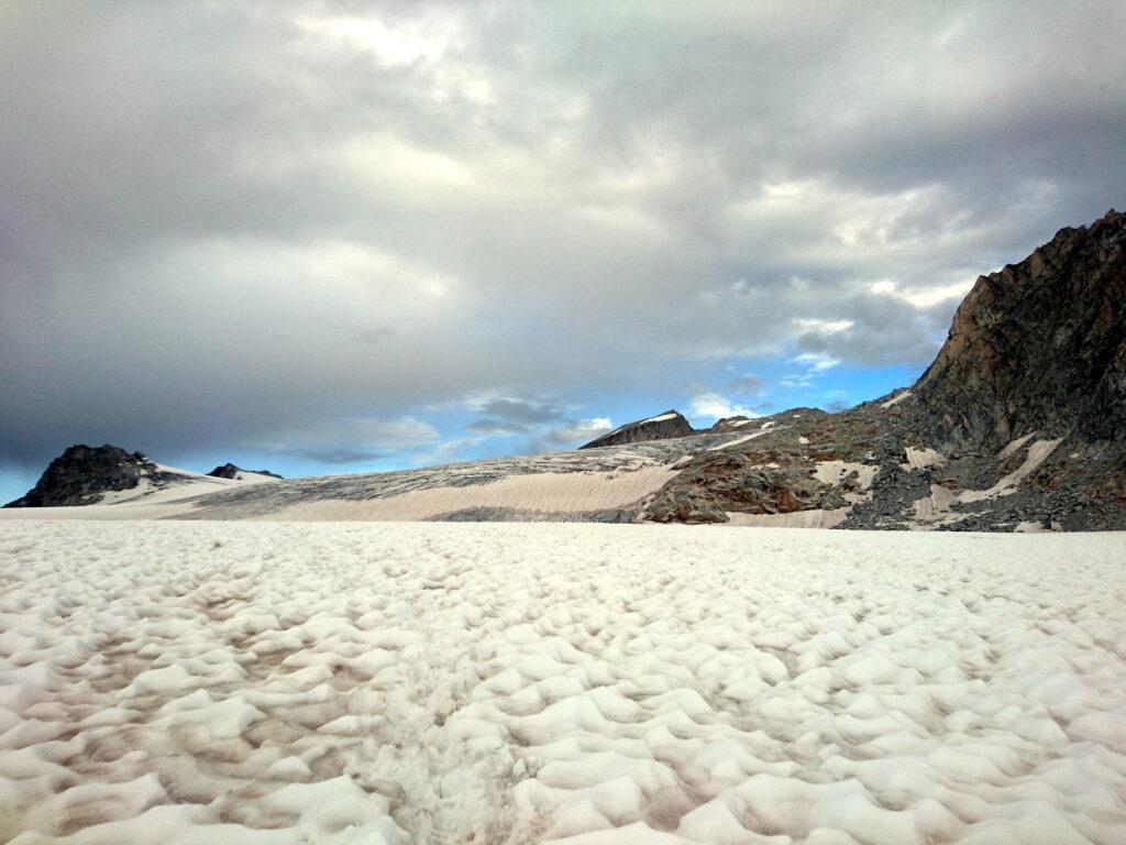 le rocce del Monte Falcone e il relativo salto: meglio aggirarlo in traverso