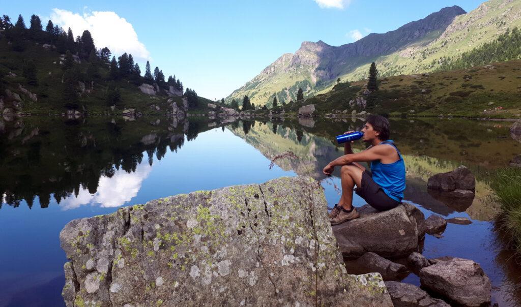 pausa al Lago delle Stellune, ci rifocilliamo per poi ripartire: la meta ci sembra vicina ma non lo è affatto
