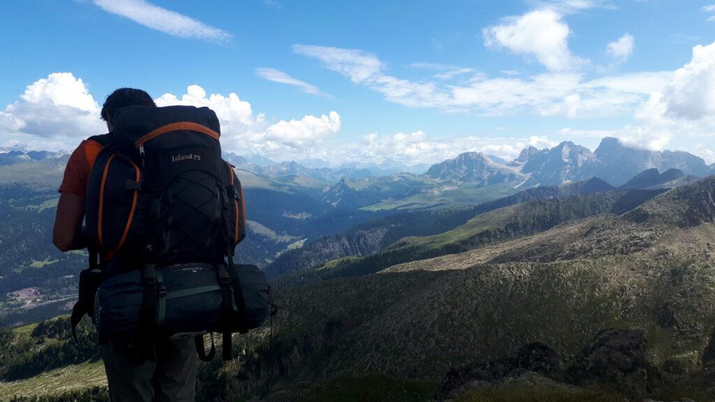 al Passo di Cece o quasi, il panorama sia apre su tutte le Dolomiti