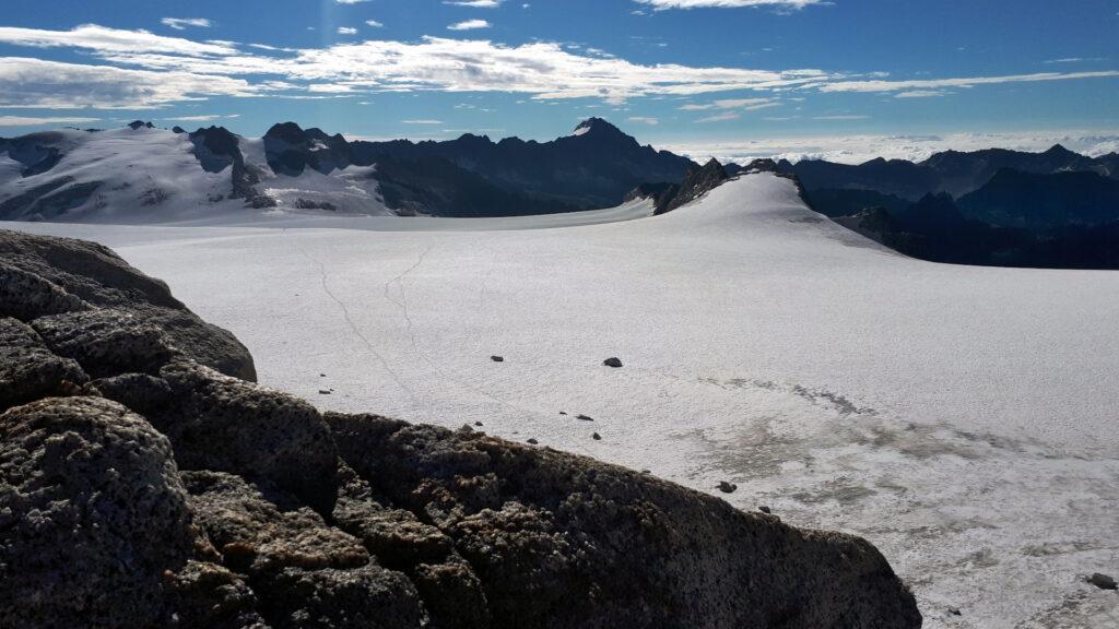 siamo arrivati, attraversandolo, al limite lombardo del ghiacciaio