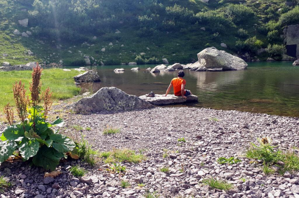 dopo la lunga camminata non desideravamo altro che pucciare i piedi nell'acqua fresca